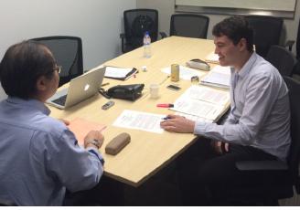 大手建設会社の国際支店でプロジェクトマネージャーとインタビュー調査